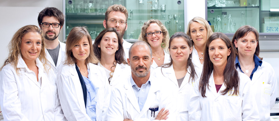 Lo staff del Laboratorio Cellule Staminali con il professor Ivan Torrente